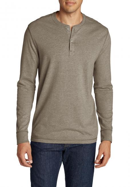 Klassisches Henleyshirt