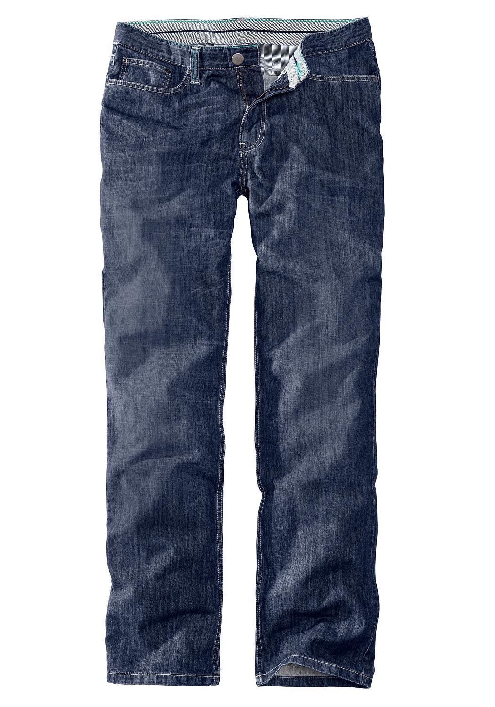 Artikel klicken und genauer betrachten! - Unsere Straight Leg Jeans in neuem Look! Mit Kontrastnähten und gestreiften Besätzen innen. Legerer Schnitt im modischen Five-Pocket-Stil. Angenehm leichter Sommer-Denim.   im Online Shop kaufen