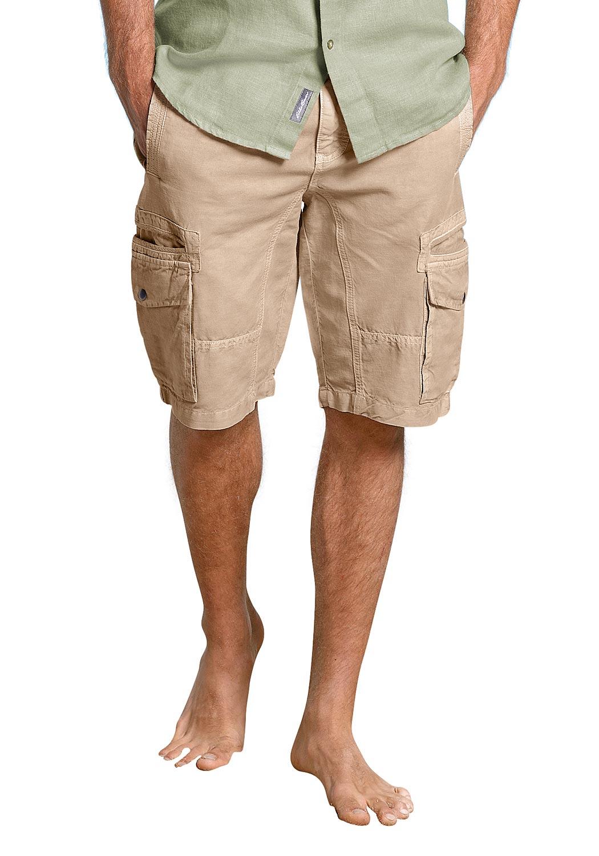 Artikel klicken und genauer betrachten! - Luftig-kühles Leinen macht diese Hosen zum idealen Begleiter an warmen Tagen. Die Baumwolle sorgt für ein angenehmes Tragegefühl und verhindert zu starkes Knittern. Cargoshorts mit zwei Eingrifftaschen vorn und hinten. Die zwei seitlichen Cargotaschen mit Patte und Druckknopf sind mit einer Eingrifftasche unterlegt. Diverse Teilungsnähte sorgen für einen schönen Look. Mit Gürtelschlaufen und Reißverschluss.   im Online Shop kaufen